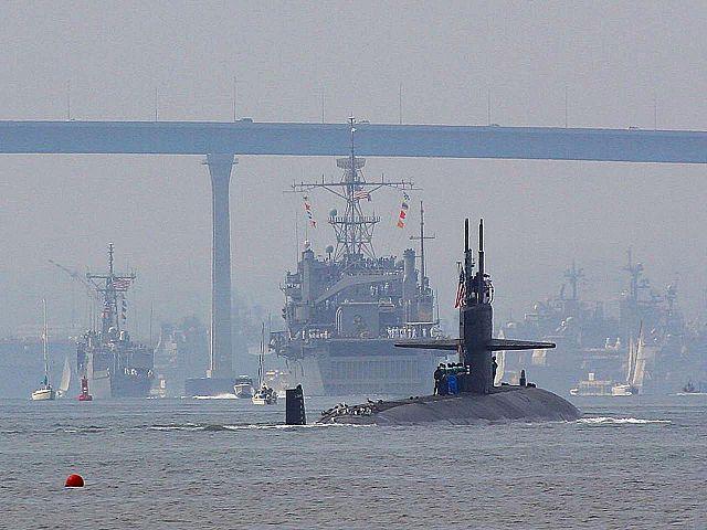 U.S. nuclear submarine in San Diego Bay (Wikimedia Commons)